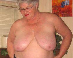 Girdle Goddess, mature met grote tieten, cupmaat 42DD