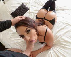Sheena Ryder houdt haar panty's aan tijdens de sex