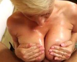 Sletterige mature milf met grote tieten, seks in een hotelkamer
