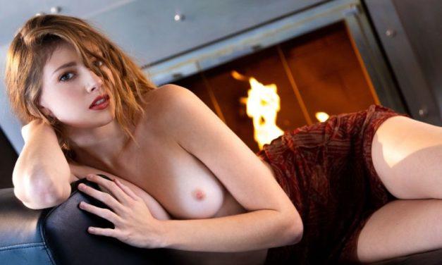 Lena Anderson, knappe brunette, zou graag een grote pik in haar kutje willen hebben