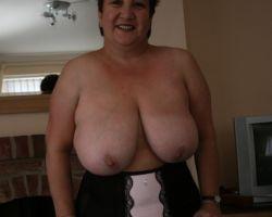 Kinky Carol, mature Engelse BBW huisvrouw met enorme grote tieten