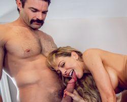 Erotische massage met echtgenote, wordt geil trio